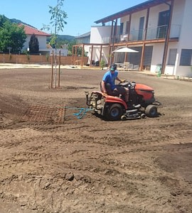 Priprava terena za setev travnega semena